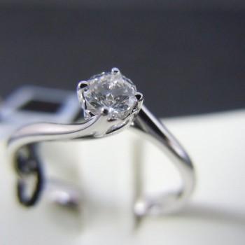 ANELLO DAMIANI oro con diamanti taglio Baguette e smeraldo 0,56 ct.